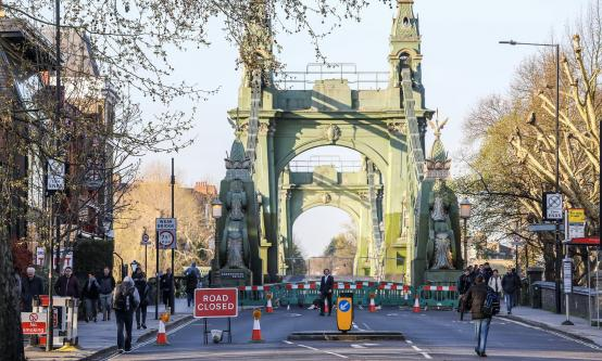 Hammersmith  Bridge closed