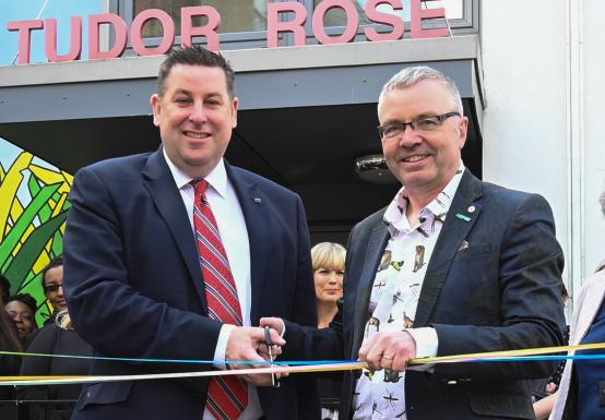 Cllr Stephen Cowan and Peter Wanless open the Fulham Central Children's Centre