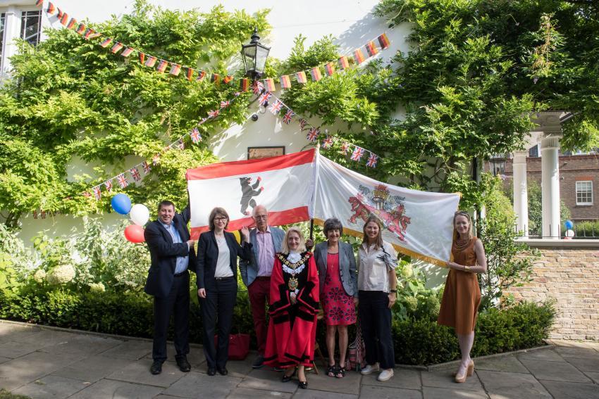 Dignitaries at the Berlin lamp re-dedication ceremony in Furnivall Gardens