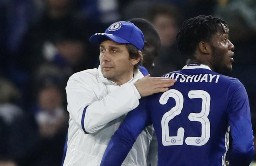 Chelsea manager Antonio Conte and Michy Batshuayi celebrate at the end of the match