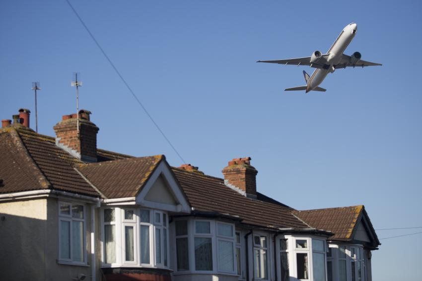 Low flying aircraft taking off from Heathrow Airport