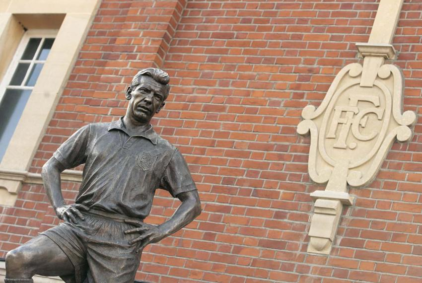 The Johnny Haynes statue at Craven Cottage