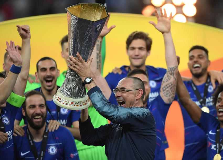 Morrie Sarri celebrates with the Europa League trophy after Chelsea's victory