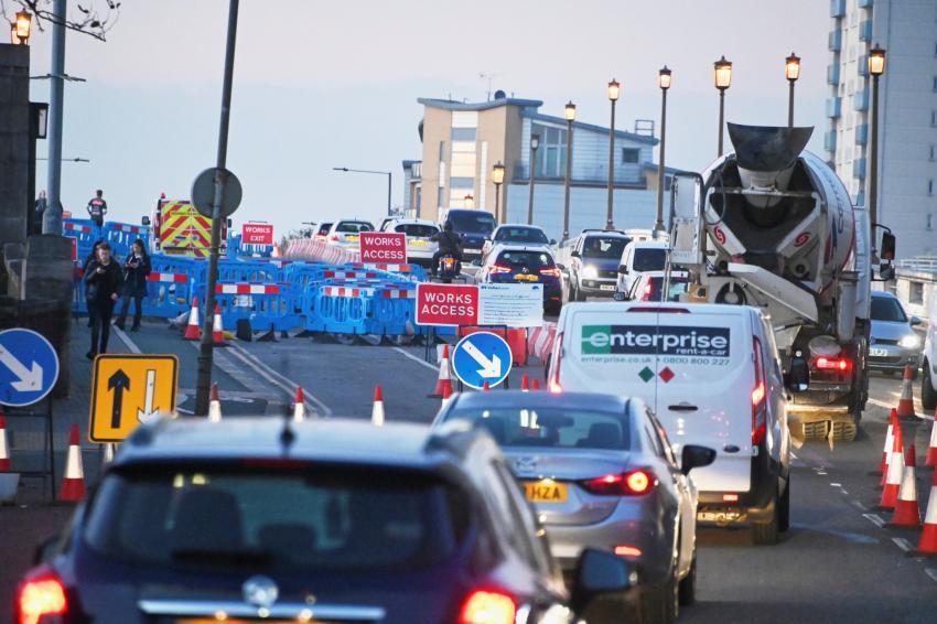 Lines of traffic entering Wandsworth Bridge through roadworks