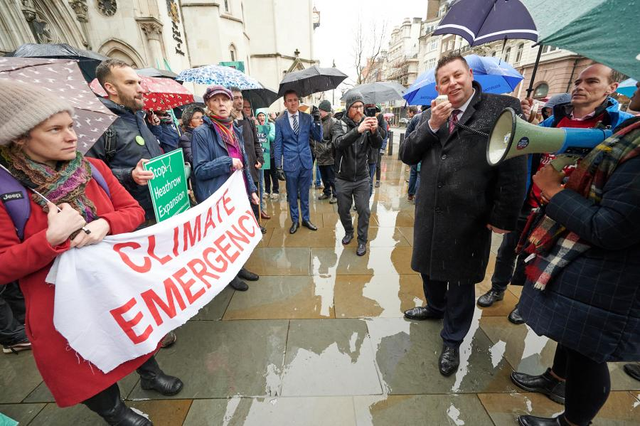 H&F Council Leader, Stephen Cowan and fellow No Third Runway campaigners