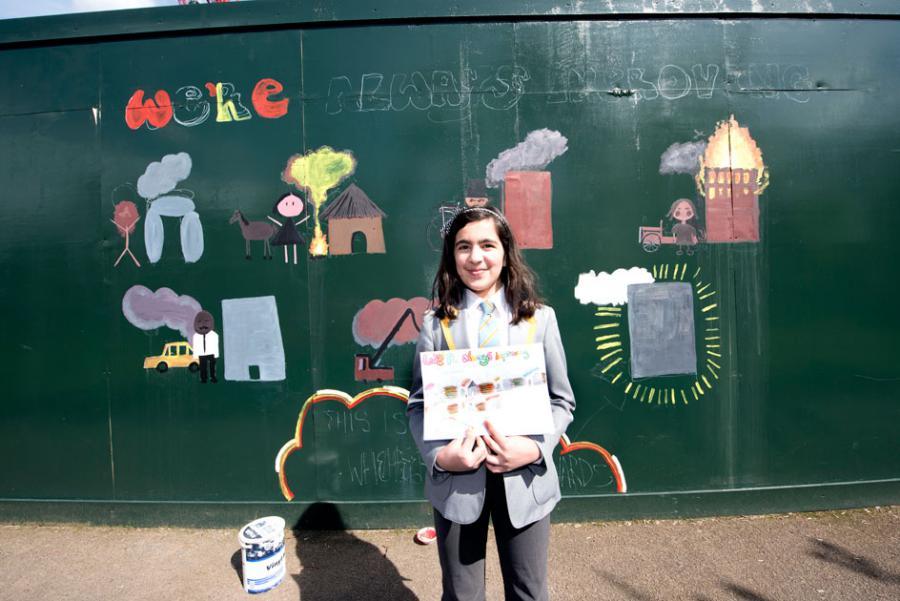 Deewa Yousofi and her mural on human history