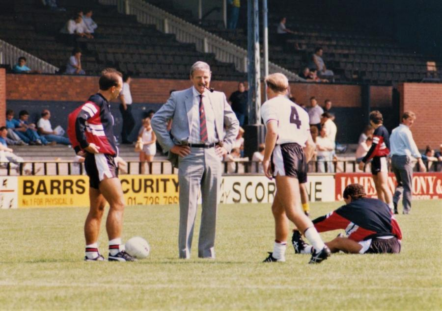 FFC chairman Jimmy Hill chatting to FFC players in August 1989