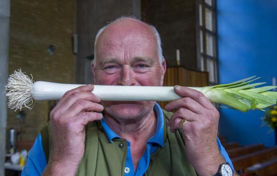 Charles Dowson showing one of his winning leeks