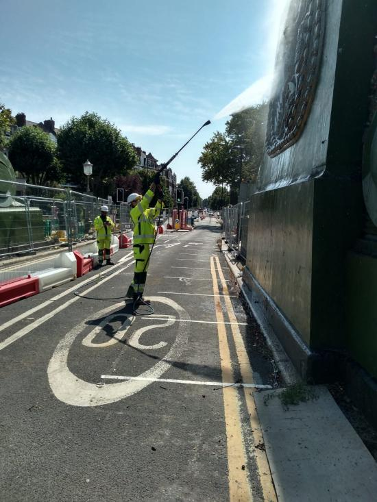 Hammersmith Bridge being sprayed to keep it cool