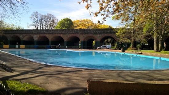 Children's paddling pool in Ravenscourt Park