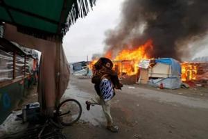Calais jungle on fire